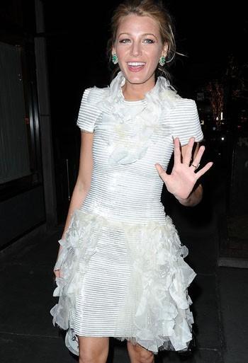 Sublime sa robe blanche !