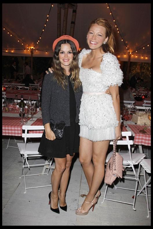 Rachel Bilson et Blake Lively lors du dîner Chanel en l'honneur de Karl Lagerfeld à Antibes, le 8 mai 2011.