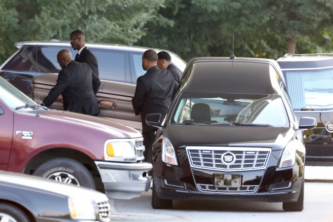 Bobbi Kristina : Qui a été viré des funérailles, qui a été transporté à l'hôpital ? Découvrez tous les détails !