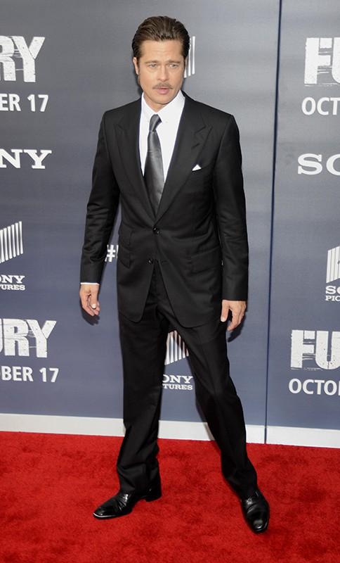 """Brad Pitt : dandy classe et distingué pour """"Fury"""" à Washington !"""