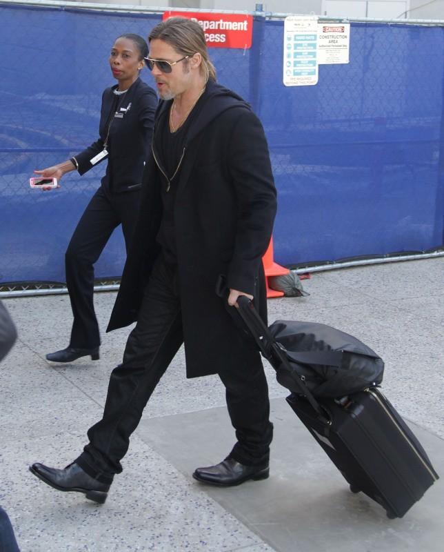 Brad Pitt dans les couloirs de LAX