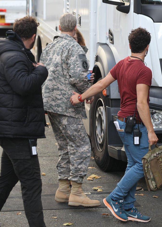 Photos : Brad Pitt : ses jumeaux lui rendent visite sur le tournage de son dernier film !