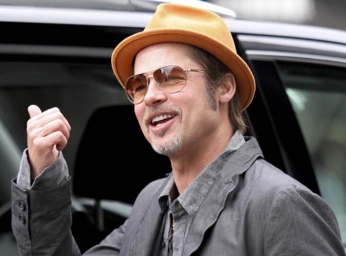 Brad Pitt : un jeune marié surbooké qui s'affiche tout sourire à New-York !