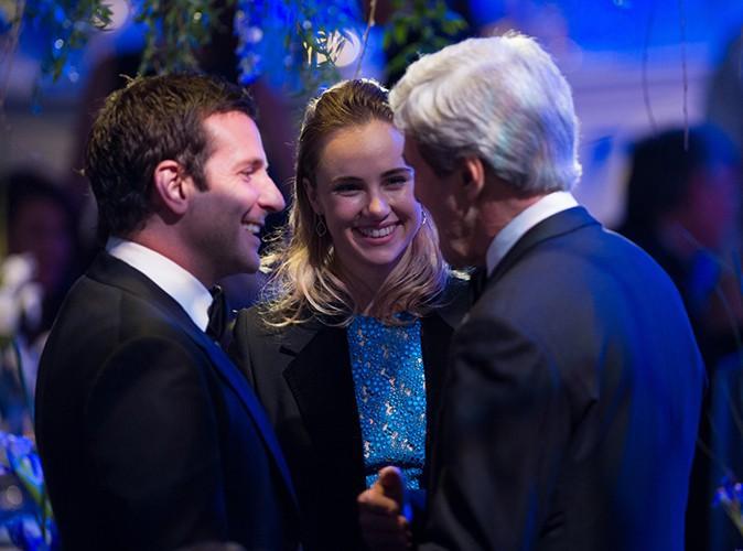 Bradley Cooper en compagnie de John Kerry et de Suki Waterhouse à Washington le 11 février 2014