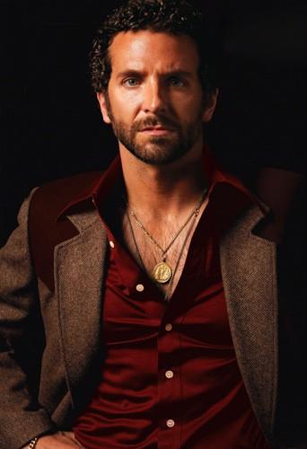 Bradley Cooper, plus sexy dans American Bluff ou dans la vie ?
