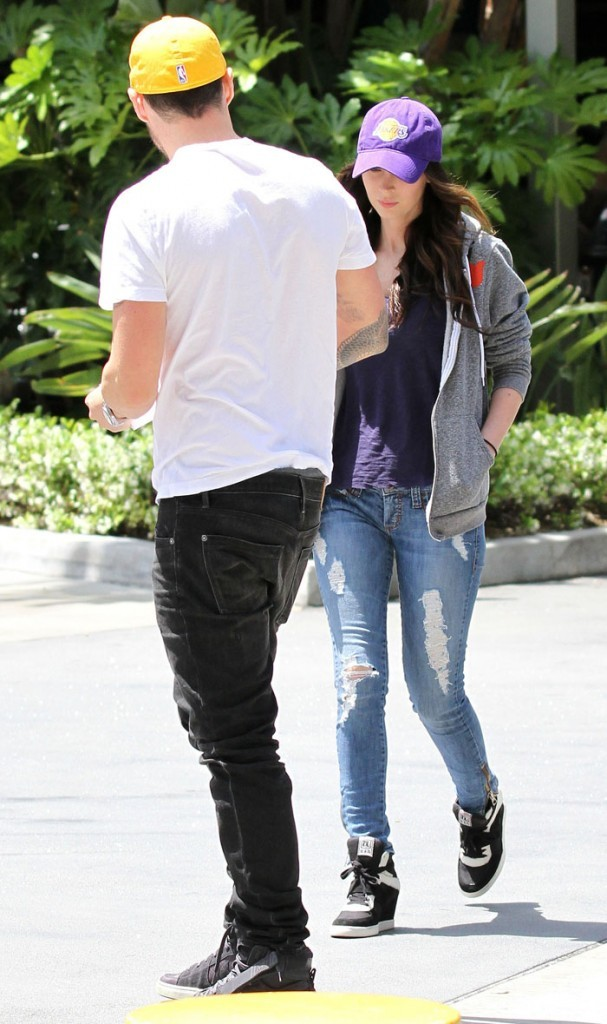 Megan Fox, 25 ans, et Brian Austin Green, 38 ans, se rendent au match des Lakers