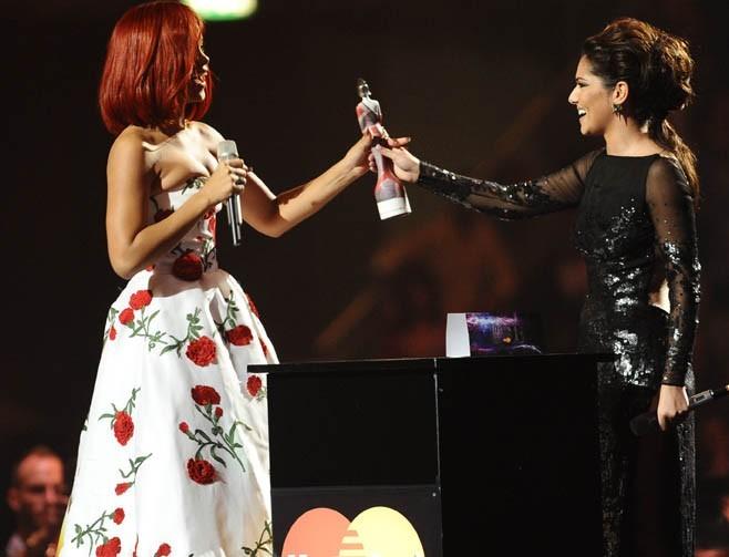 Cheryl Cole heureuse de récompenser Riri !