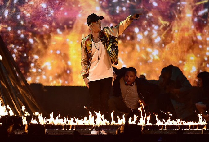 Photos : Brit Awards 2016 : Justin Bieber met le feu !