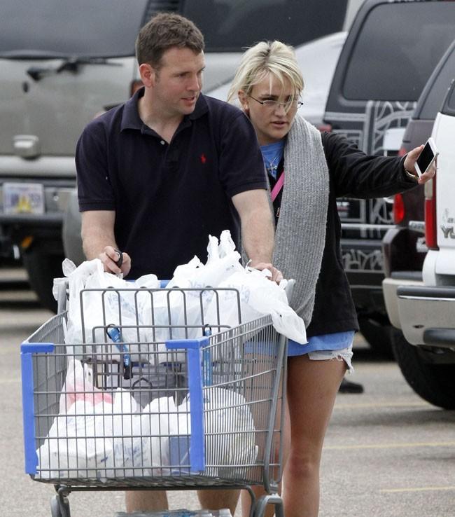 Jamie Lynn Spears à la sortie d'un supermarché à Kentwood, en Louisiane, le 30 mars 2013