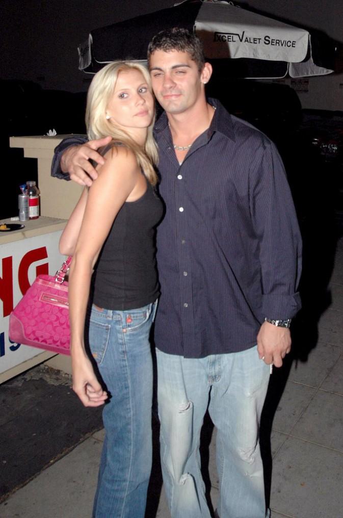 2004 : Un mariage à Vegas avec Jason Allen Alexander, ici avec une amie