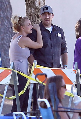 Britney Spears et David Lucado à Calabasas le 19 octobre 2013