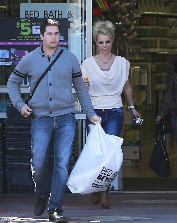 Britney Spears à Malibu avec sa maman Lynne le 14 février 2013