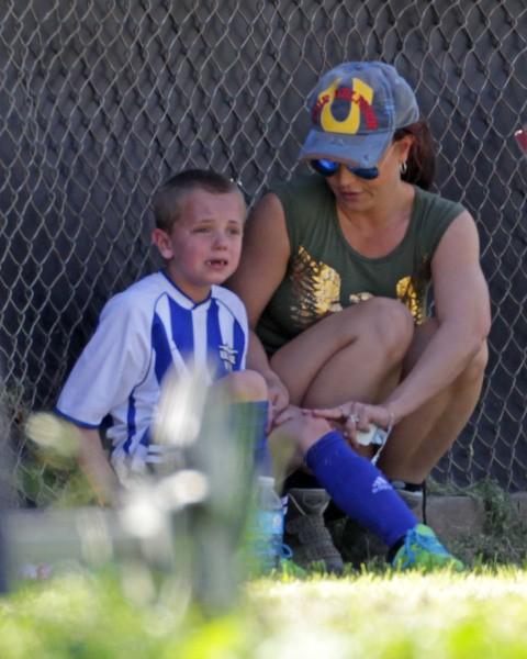 Britney Spears et son fils Jayden James lors d'un match de foot à Los Angeles, le 9 mars 2014.