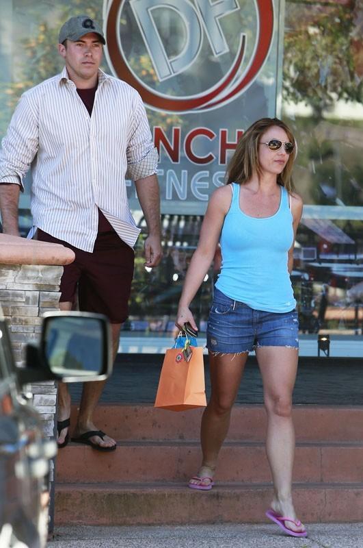 Britney Spears sort d'un solarium avec son nouveau petit-ami !