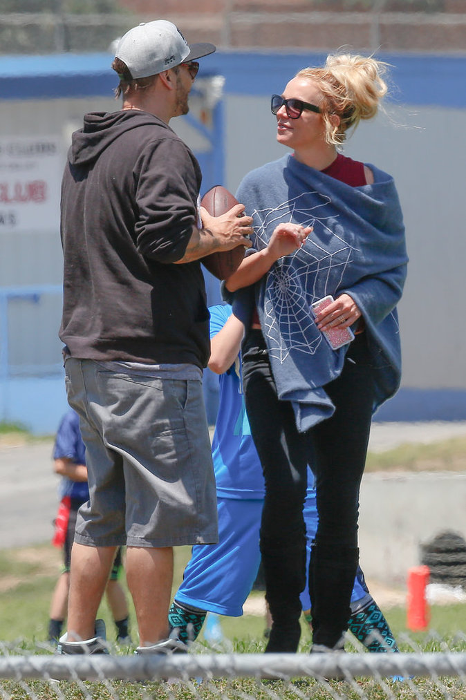 who is britney spears dating in 2016 Get all your britney spears news and gossip here  2016, sam lufti — britney spears' ex-manager — and two other guys  a britney hasn't been cast and much of.