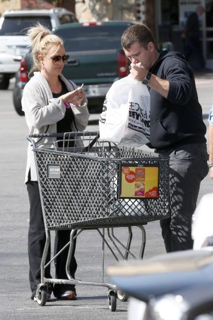 Virée au supermarché avec son boyfriend Dave