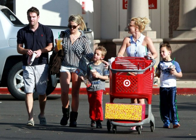 Britney Spears faisant ses courses en famille en Californie, le 25 novembre 2012.