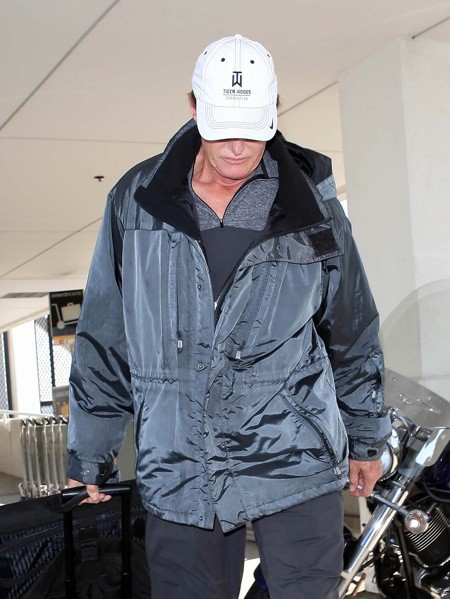 "Photos : Bruce Jenner continue le tournage de ""Keeping Up With The Kardashians"" !"