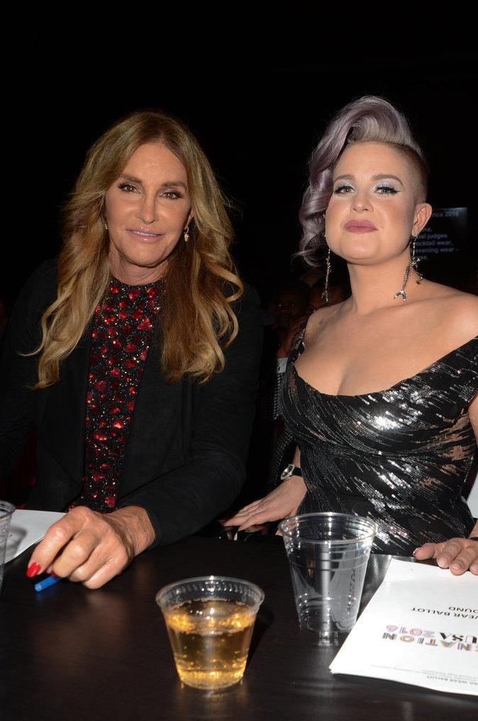 Caitlyn Jenner très complice avec Kelly Osbourne pour Miss Transgenre !