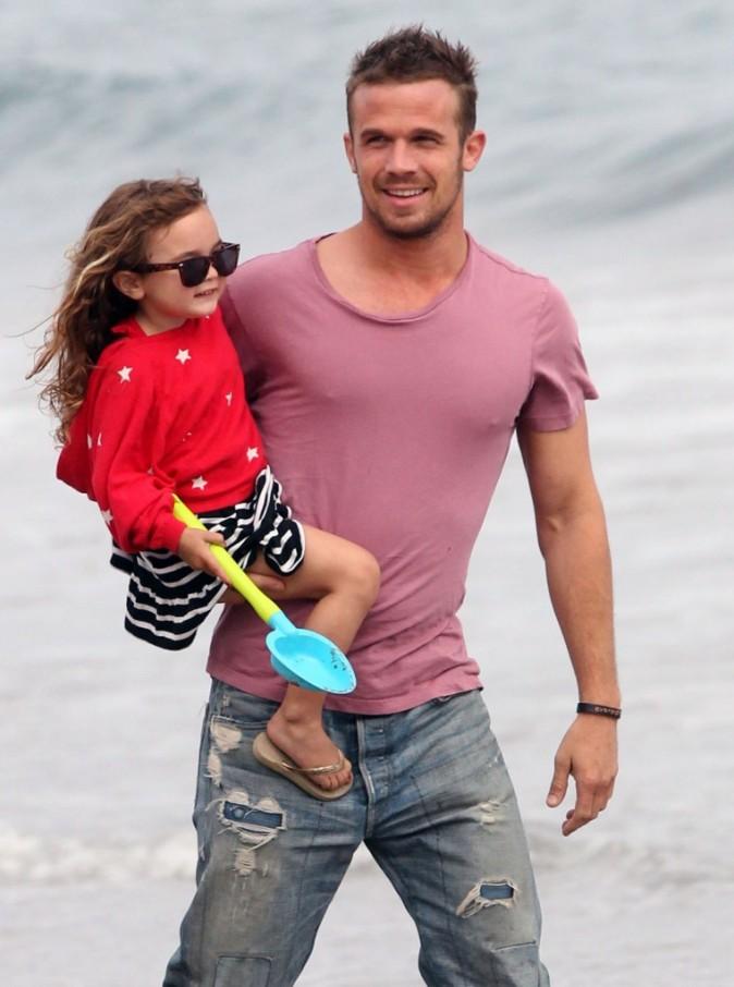Cam Gigandet et sa fille Everleigh à Malibu, le 4 juillet 2012.