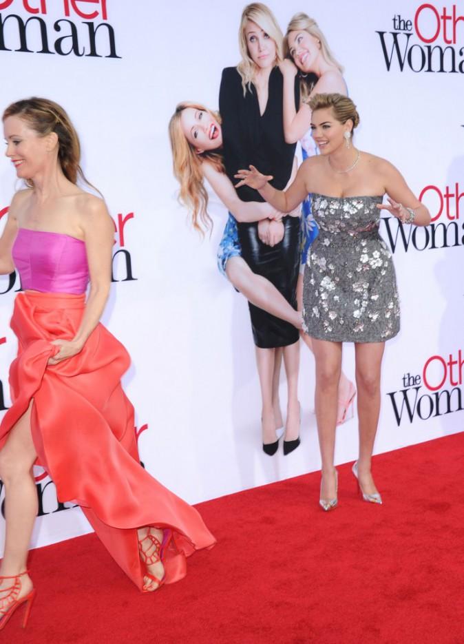 """Kate Upton et Leslie Mann lors de la première de """"The Other Woman"""" à Westwood, le 21 avril 2014."""
