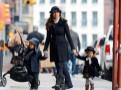 Photos : Camila Alves : la femme de Matthew McConaughey tient ses enfants en laisse !