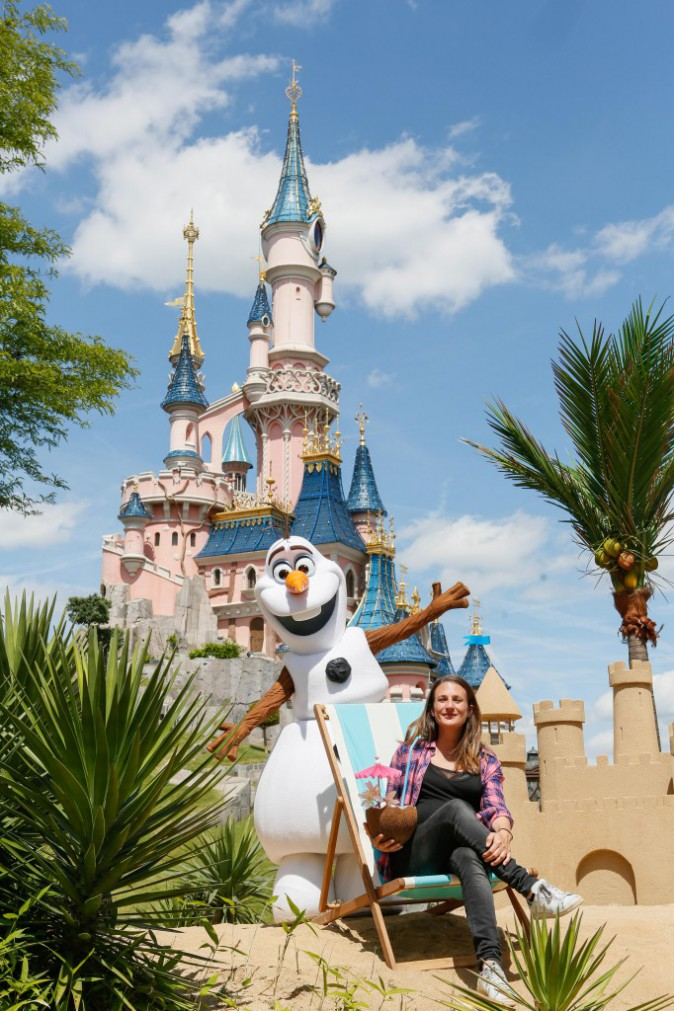 "Photos : Camille Cottin : la ""Connasse"" très en formes à Disneyland Paris !"