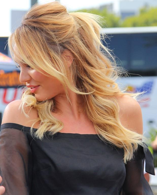 Candice Swanepoel sur le plateau d'Extra, à Los Angeles, le 9 juin 2014