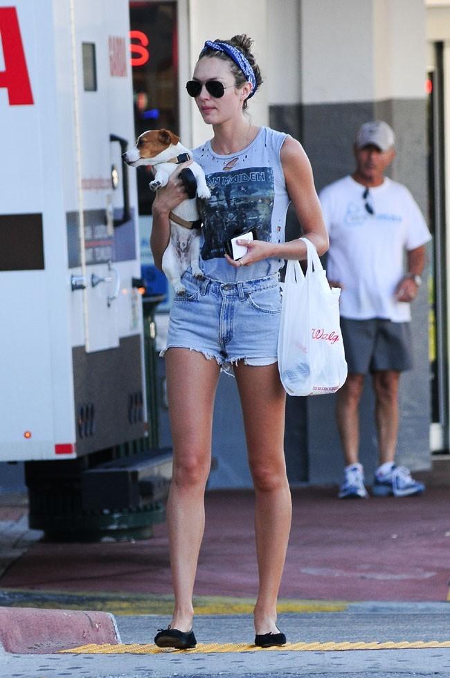 Candice Swanepoel à Miami le 15 janvier 2013
