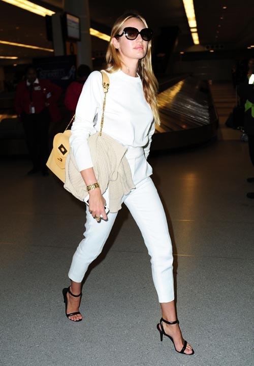 Candice Swanepoel à l'aéroport de New-York le 13 mars 2013