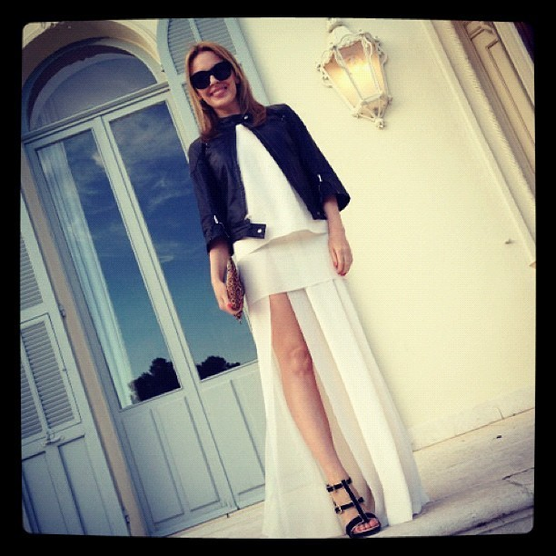 Kylie est sublime dans sa robe blanche