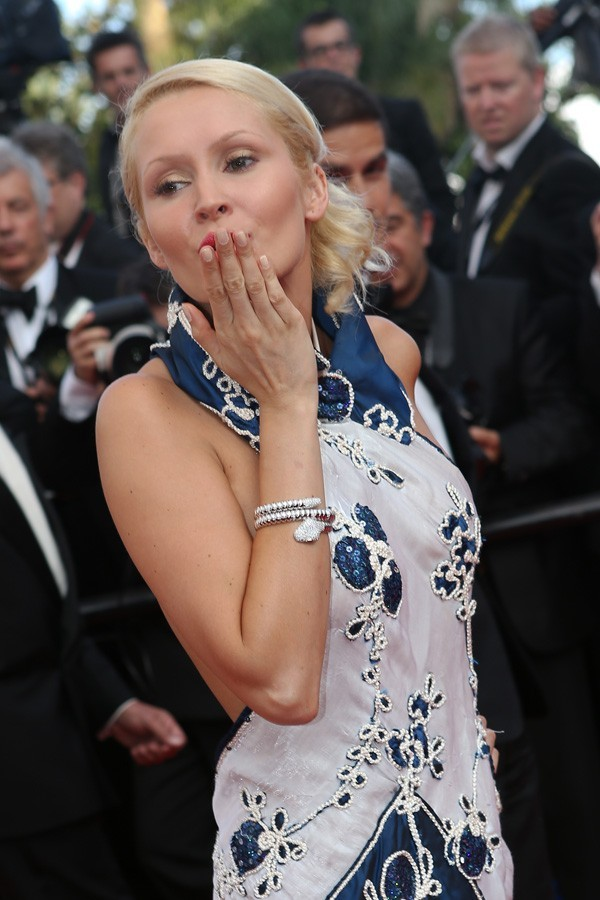 Photos : Cannes 2012 : Tatiana Laurens ravie de monter les marches !