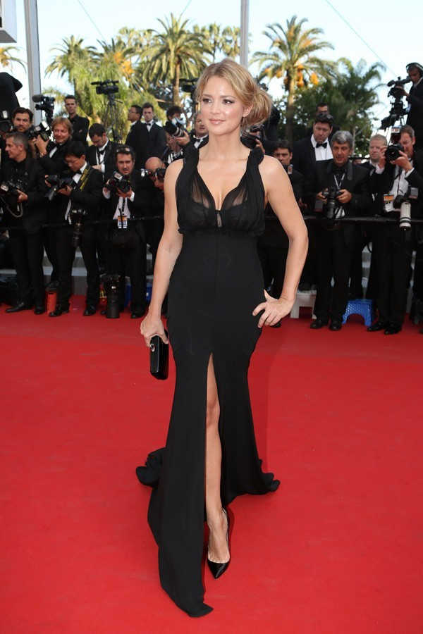 Photos : Cannes 2012 : Virginie Efira incroyablement sexy pour monter les marches !