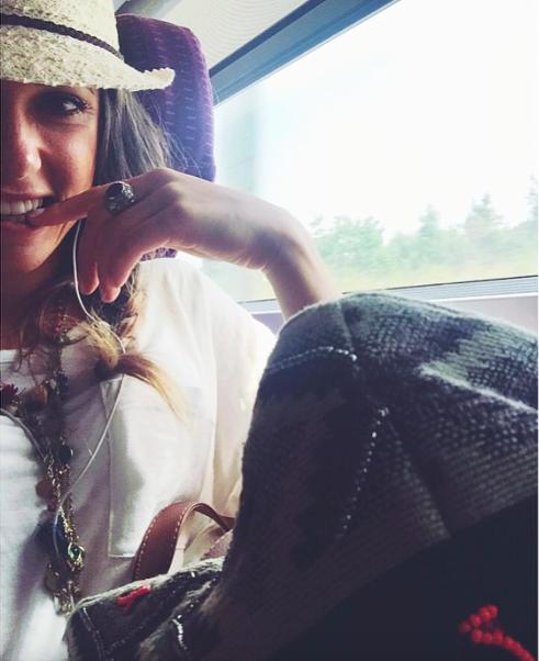 Capucine Anav : Fière de sa nouvelle poitrine, elle se sent enfin femme !
