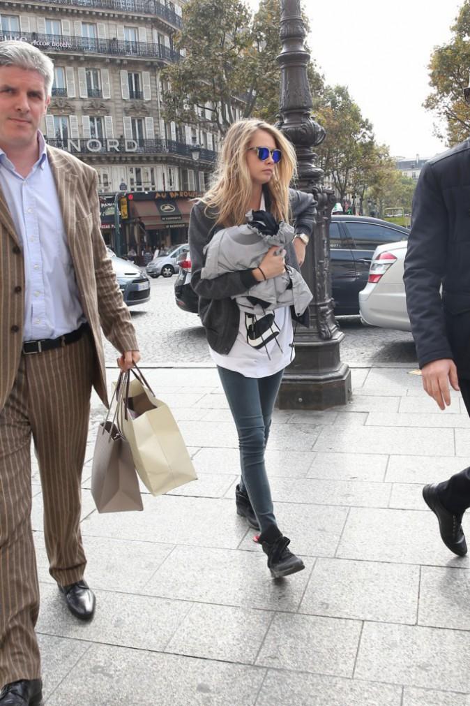 Cara Delevingne à Paris le 2 octobre 2014