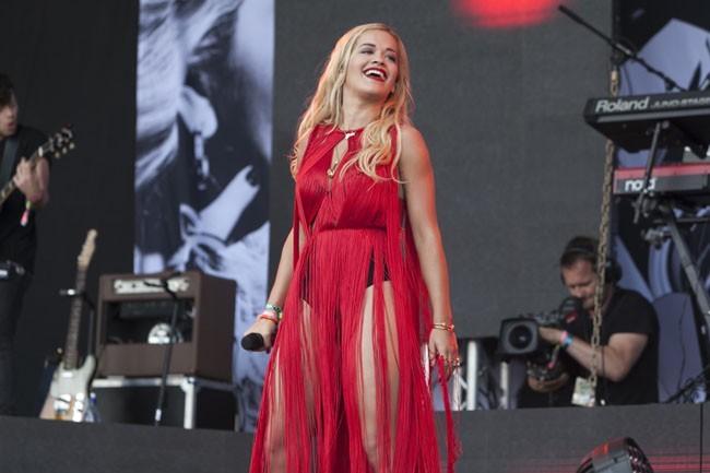 Rita Ora au festival de Glastonbury le 28 juin 2013