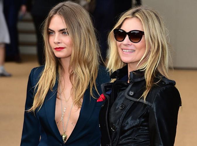 Cara Delevingne : elle dégaine le maxi-décolleté pour retrouver Kate Moss au défilé Burberry !