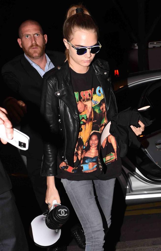 Cara Delevingne : elle n'est pas repartie les mains vides du défilé Chanel !