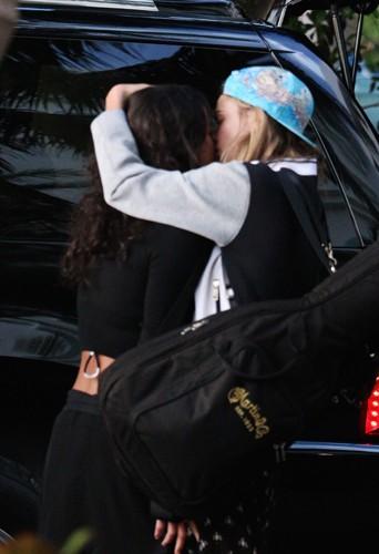 Cara Delevingne et Michelle Rodriguez à Miami le 30 mars 2014