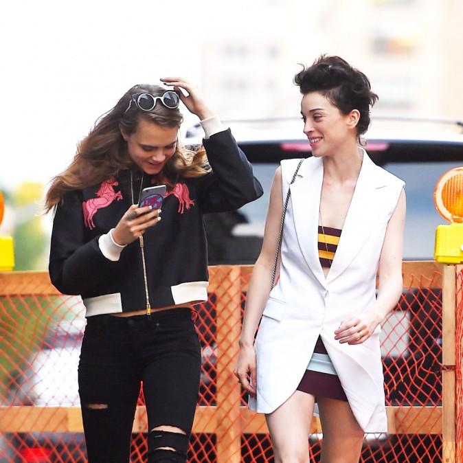 Photos : Cara Delevingne main dans la main avec St Vincent !