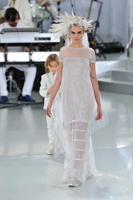 Cara Delevingne lors du défilé Chanel Haute Couture à Paris, le 21 janvier 2014.