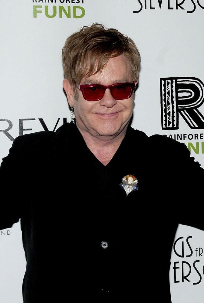 Photos : Elton John a travaillé comme pianiste dans un pub