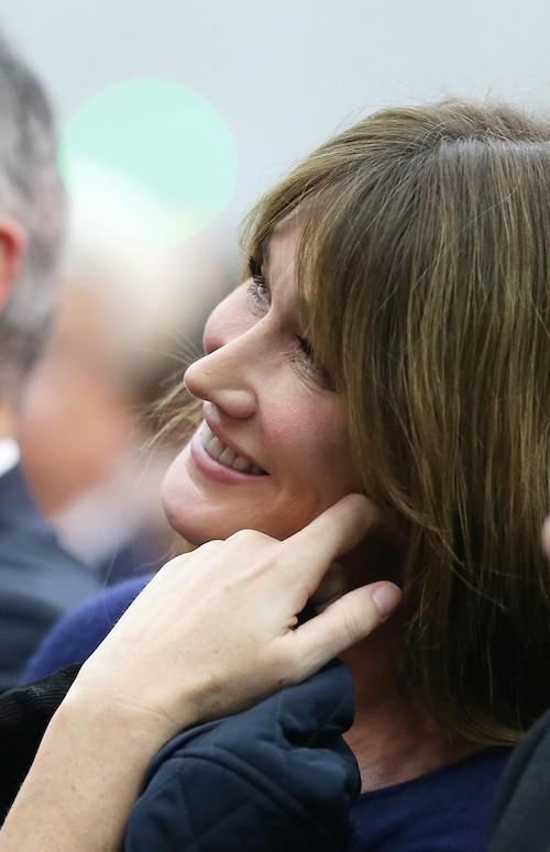"""Photos : Carla Bruni : le manuscrit de """"Quelqu'un m'a dit"""" aux enchères pour le Téléthon !"""