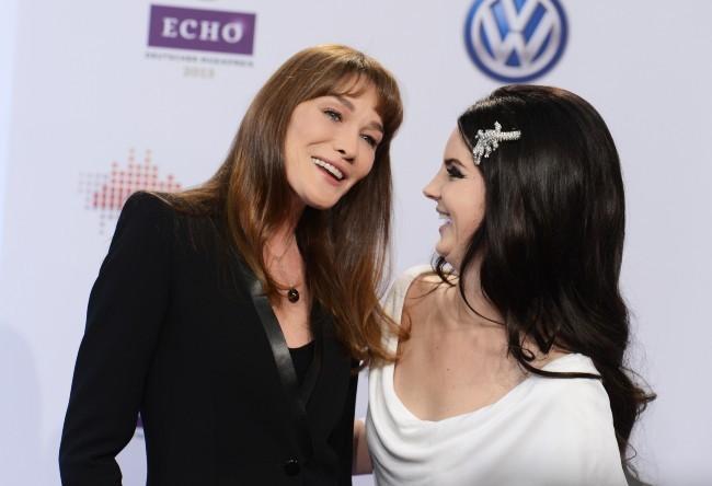 Carla Bruni et Lana Del Rey lors des Echo Music Awards à Berlin, le 21 mars 2013.