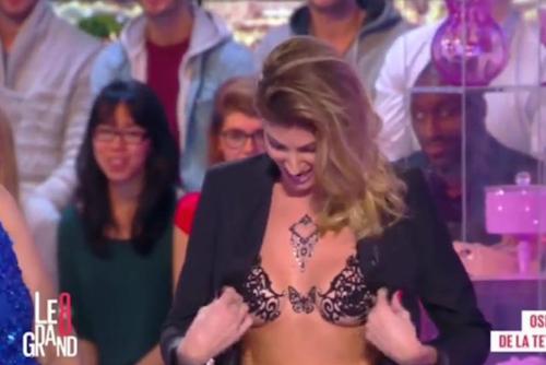 Photos : Caroline Ithurbide : oubli de culotte, seins dévoilés… la reine du buzz ?