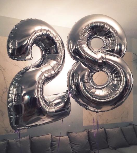 Photos : Caroline Receveur : canon pour son anniversaire surprise !
