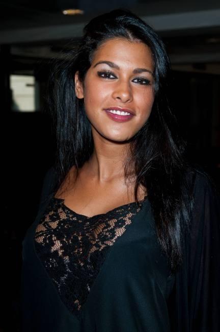 Ayem Nour lors de la conférence de presse des Anges de la Télé-Réalité 4 : Club Hawaï à Paris, le 30 mars 2012.