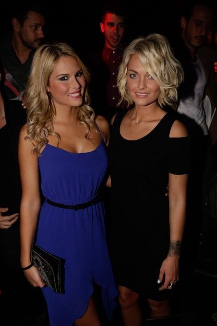 """Caroline Receveur et Marine Boudou lors de la soirée """"Hollywood Girls 3"""" à Paris, le 12 décembre 2013."""