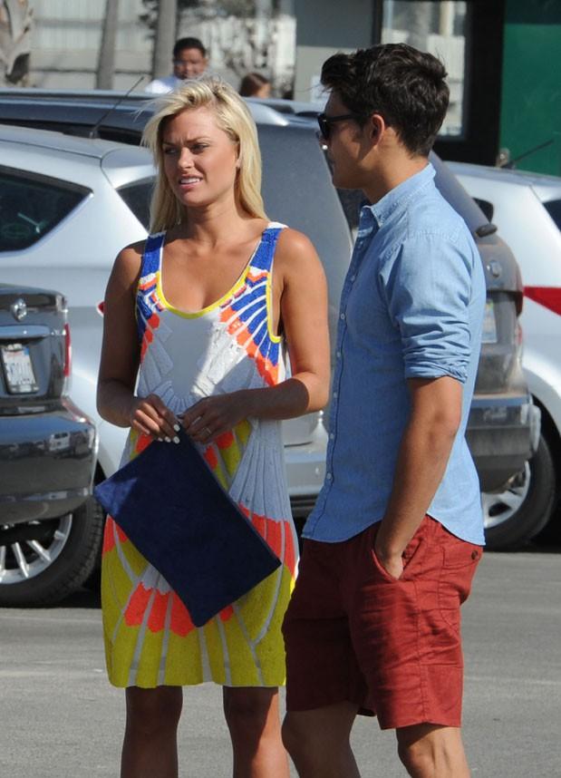 Caroline Receveur sur le tournage d'Hollywood Girls à Venice Beach le 7 août 2013