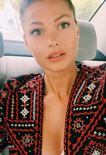 Photos : Caroline Receveur : la petite culotte de la discorde !